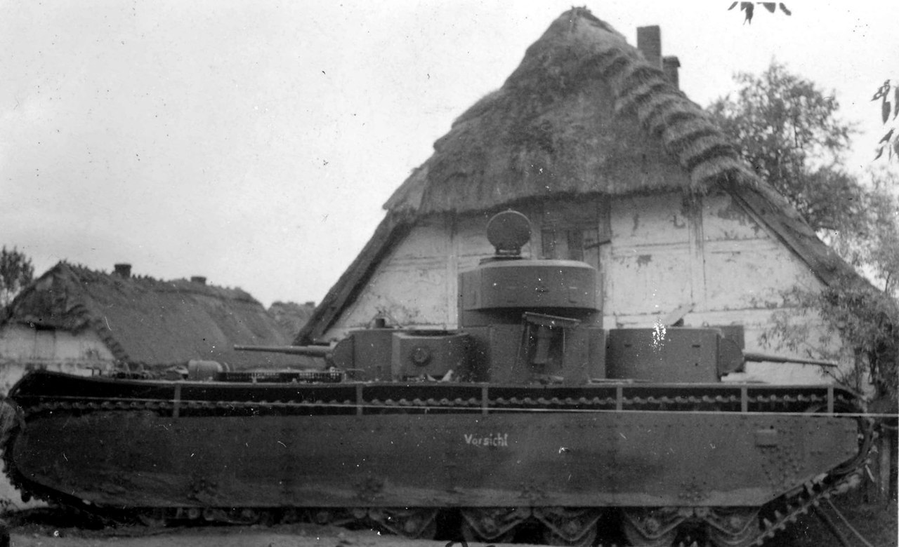 Брошенный танк Т-35, село Суховоля