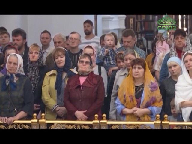 В воскресение литургию в соборе Успения Пресвятой Богородицы Омска возглавил г