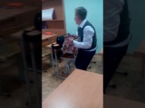 ПЕТЯ ГАЙ ИЗБИВАЕТ ТЕЛЕФОН