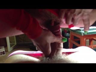Голая пожилая женщина с небритой пиздой трахается с