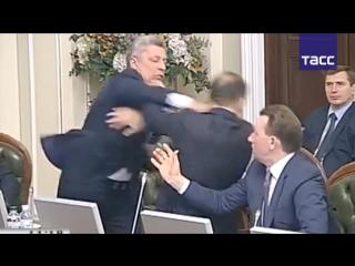 Видео драки в Верховной Раде: Ляшко и Бойко