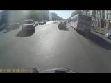 как правильно перестраиваться, когда рядом мотоциклист?