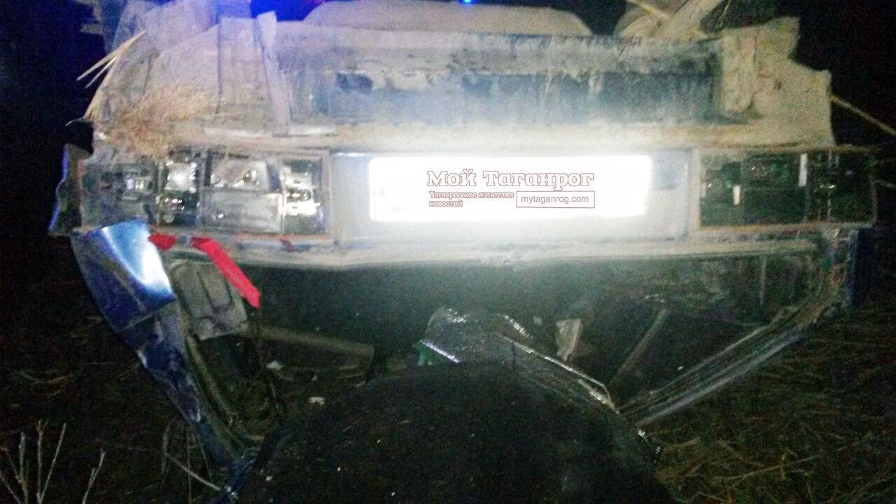 Под Таганрогом из-за превышения скорости перевернулся «ВАЗ-21140», водитель погиб