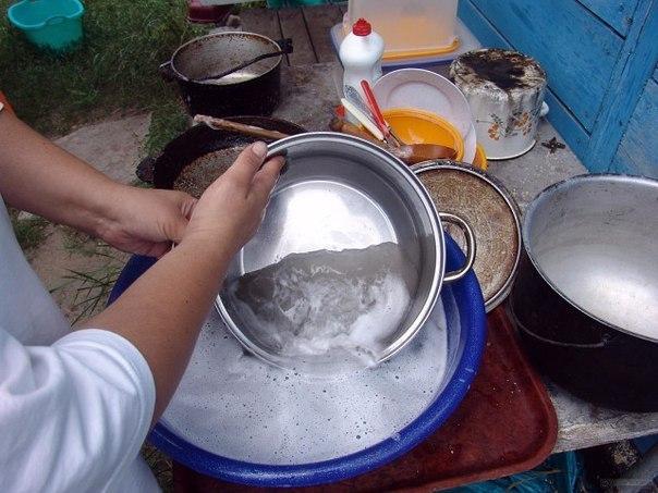 ЧИСТИМ СКОВОРОДКИ ДО БЛЕСКА!!! ингредиенты: 1/2 чашки соды 1