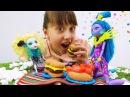 Куклы МонстерХай идут на пикник с ПлейДо 🍒 Видео для девочек с куклами MonsterHigh