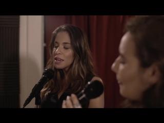 Песня Julia Michaels - Issues  в исполнении двух красивых девушек Avi и  Mia Paz