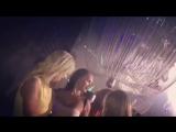 Марина Африкантова танцует в компании девушек