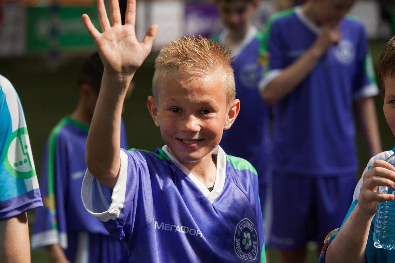 Юные футболисты из детских домов поборются в Азове за поездку в Лондон