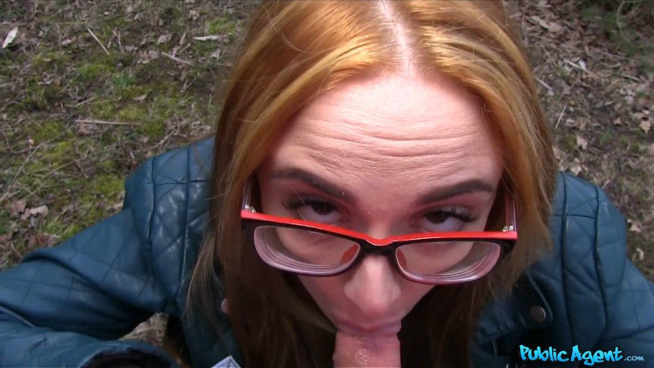 PublicAgent: Eva Berger (Красивая блондинка в очках)