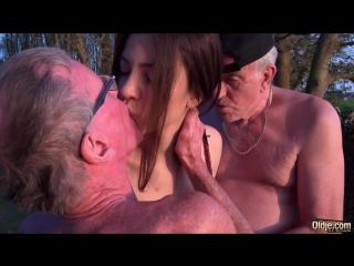 дед трахает внучку русское видео
