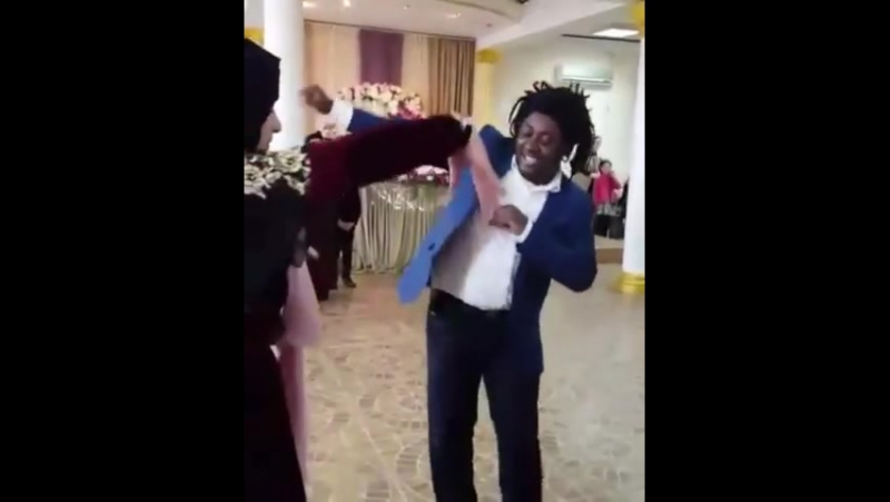 ★Группа Киномир Кавказ ★ Африканец танцует лезгинку