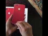 Мы распаковали новый красный iPhone