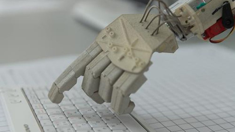 Китайский робот-журналист за секунду написал свою первую статью