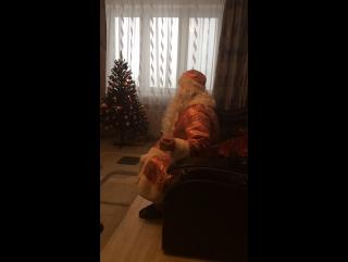 Дед Мороз и Снегурочка пришли поздравить сынулю с  Наступающим 2017  Годом )))