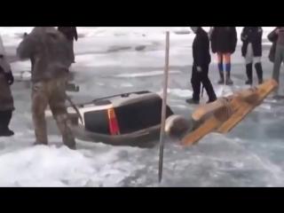 В России работает смекалка. Как достать авто без техники.