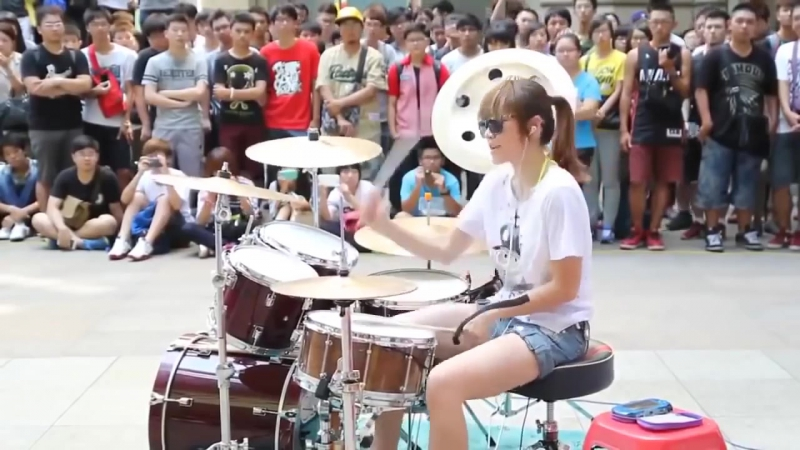 Девушка барабанщица 1128