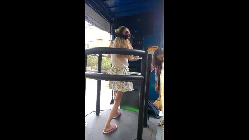 Виртуальная реальность. гигантские качели