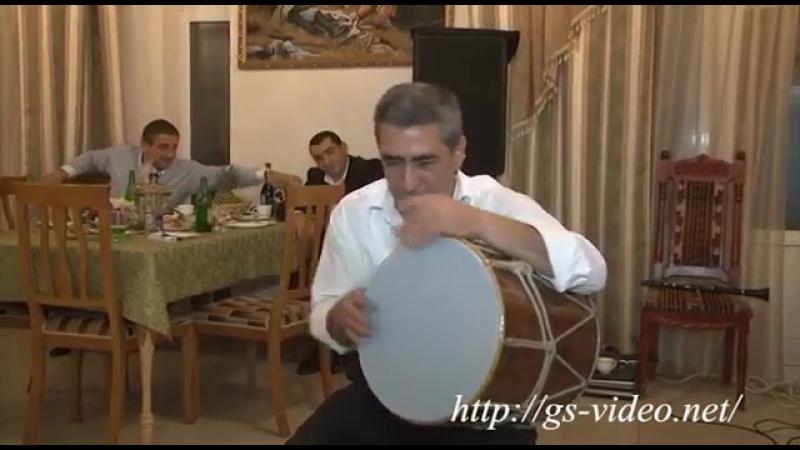 Армянский виртуоз барабанщик
