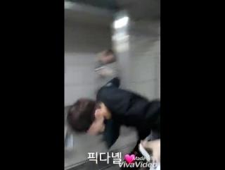 170531 || Даниэль и СонУ на станции Hapjeong. Бегуны 😂