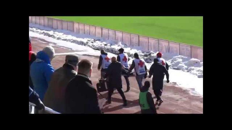 Тюменские болельщики проводили аплодисментами травмированного Павла Шакуро