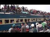 Дакка. Бангладеш. Отправление поезда груженого людьми.