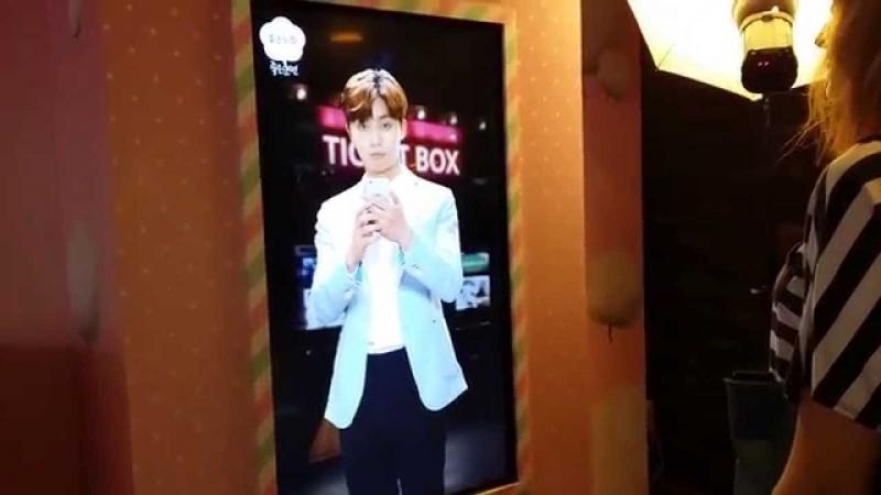 Селфи со звездой в кинотеатре на Wangsimni, Сеул