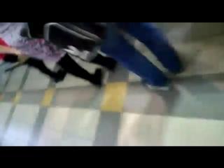 Избиение охранниками супермаркета покупателя...