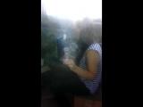 Пьяная блондинка куражится перед камерой и на кухне и показывает упругую грудь на камеру