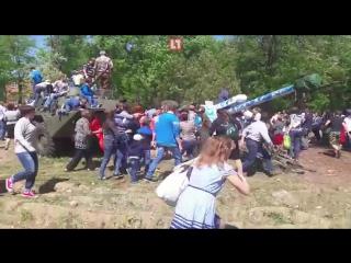 Пушка времен ВОВ упала на людей в Майкопе во время празднования 9 мая