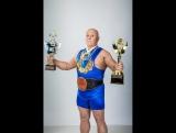 76 летний качок из Балашихи жмёт штангу круче Шварценеггера