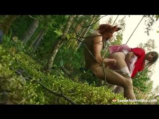 Порно заблудилась в лесу
