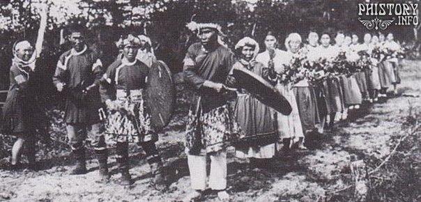 Группа танцующих нивхов. Остров Сахалин. Приамурское генерал-губернаторство.