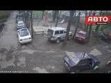 В Петрозаводске камера сняла, как юноша ворует магнитолу из автомобиля