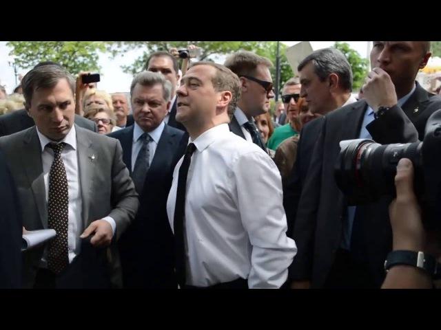 Семён Слепаков и Медведев: денег нет, но вы держитесь!