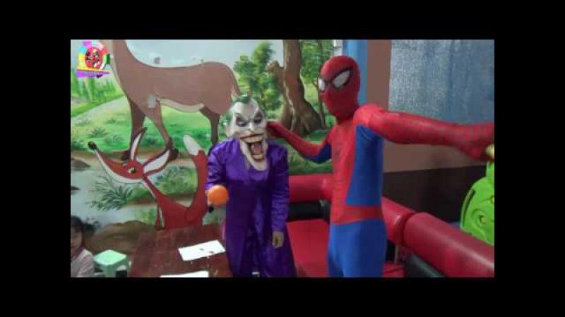 Lớp học thầy giáo Siêu nhân nhện, Elsa bị đuổi vì trò đùa của Joker   Video for Kids