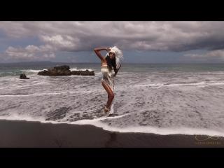 АРТ-фотосессия на пляже с необычной Elsa. Фотосессия на Бали.