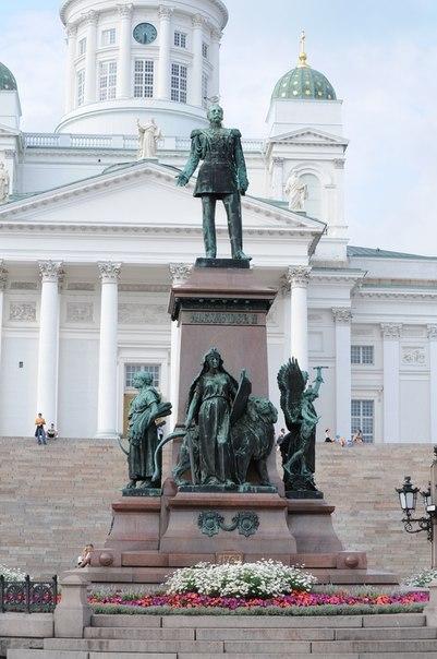 Памятник Александру II на Сенатской площади в