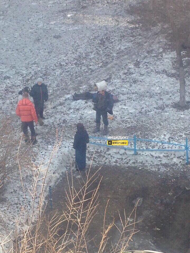 Фото: Жители Кемерова обнаружили труп во дворе