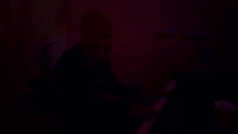 Алексей Образцов играет на фортепиано