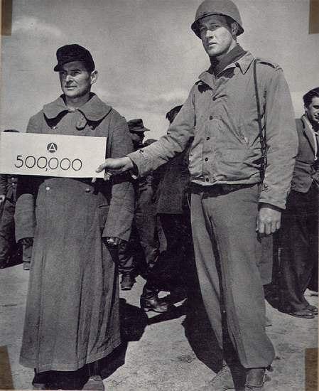 «Юбилейный посетитель» американского лагеря для военнопленных, 20 апреля 1945 года.