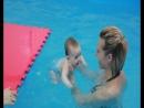 Первые уроки плавания Есении (4 мес) во Флиппере