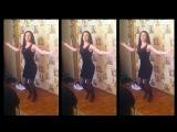 Танцует цыганочка в коротком платье