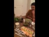 Нина на ужине с подругами, 27 февраля