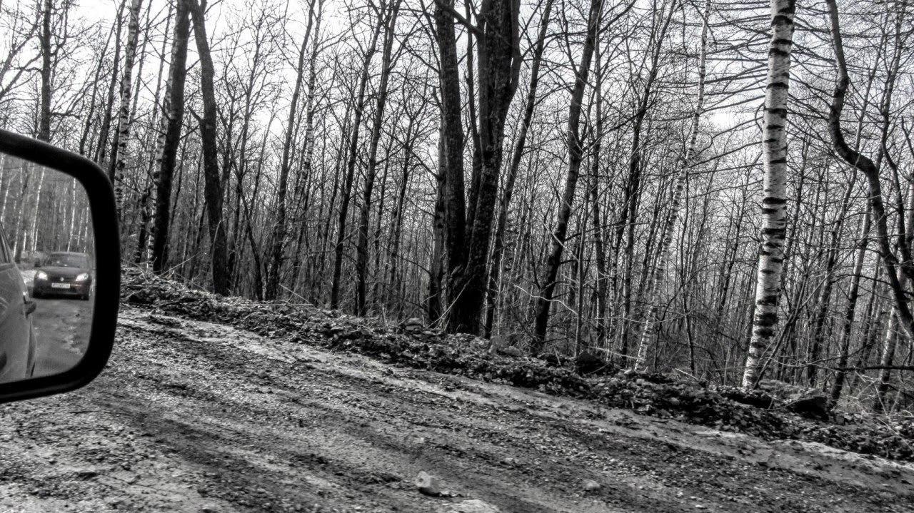 Поселок Зюраткуль. Дорога к поселку Зюраткуль выглядит очень приличной, однако, сидя в машине за рулем, вы поймете, что едете по стиральной доске