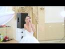 Жизнерадостная невеста великолепно поёт песню жениху на свадьбе!