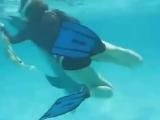 Дельфин, секс, и девушка.