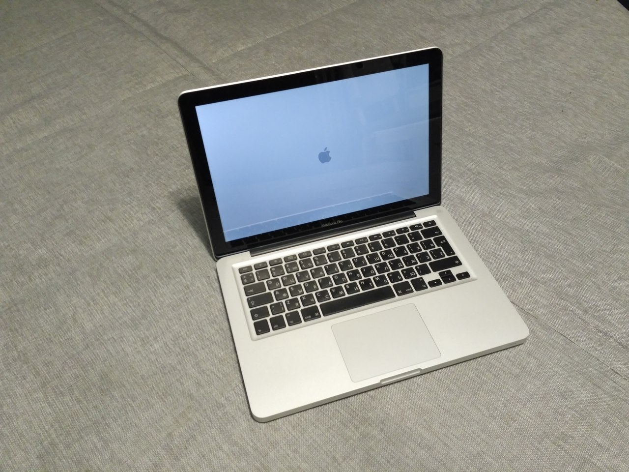 Продаю MacBook Pro MB990 unibody (mid 2009)
