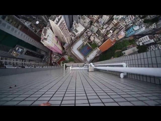 Безумный паркур на высоте небоскреба. Crazy Parkour at the height of a skyscraper.