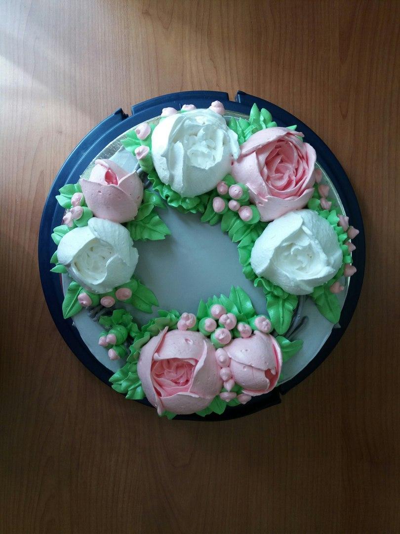 Королек порхает над тортиками
