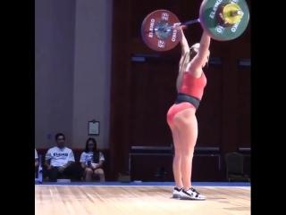 мода на голые жопы потихоньку приходит и в тяжелую атлетику